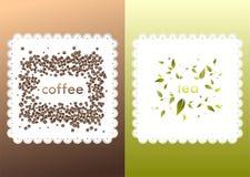Donkere koffieachtergrond met servet en bonen Royalty-vrije Stock Foto