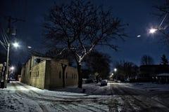 Donkere, koude de wintersteeg van Chicago en straatkruising Royalty-vrije Stock Foto