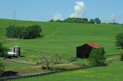 Donkere landbouwbedrijfschuur royalty-vrije stock foto