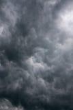 Donkere onweerswolken Royalty-vrije Stock Afbeeldingen