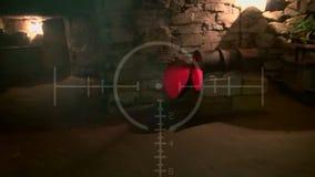 Donkere oude verlaten ondergrondse tunnel Grunge uitstekende catacomben Enge achtergrond voor de militaire zoektocht stock video