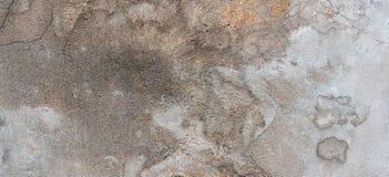 Donkere pleistermuur met vuile gebarsten gekraste achtergrond Oude retro wijnoogst brickwall met textuur van de schil de grijze g stock foto's