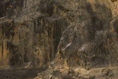Donkere rotstextuur. Steenachtergrond Stock Foto's