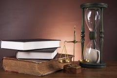 Donkere samenstelling met rechtvaardigheidsmateriaal Stock Afbeelding