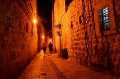 Donkere steeg in de oude stad in Jeruzalem Royalty-vrije Stock Foto