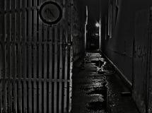 Donkere straatpassage Royalty-vrije Stock Foto's