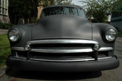 Donkere Uitstekende Auto Stock Foto's