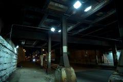 Donkere van de de stadssteeg van Chicago industriële de brugonderdoorgang bij nacht Royalty-vrije Stock Fotografie