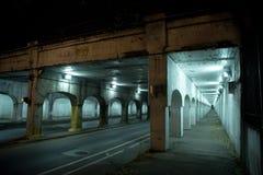 Donkere van de de stadssteeg van Chicago industriële de treinbrug bij nacht Stock Foto's
