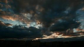 Donkere verlichtings dramatische hemel timelapse stock footage