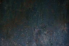 Donkere versleten roestige van de metaaltextuur muur als achtergrond stock foto's