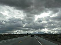 Donkere wegreis Royalty-vrije Stock Afbeeldingen