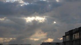 Donkere wolken stock videobeelden