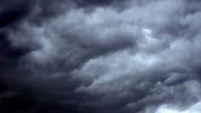 Donkere wolken stock footage