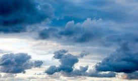 Donkere wolken in de hemel Royalty-vrije Stock Foto's