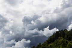 Donkere wolken in de hemel Royalty-vrije Stock Foto