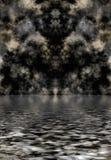 Donkere wolken die in water worden weerspiegeld Stock Afbeeldingen