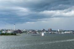 Donkere wolken en levendige wind op de vroege zomerdag in New Bedford Royalty-vrije Stock Fotografie