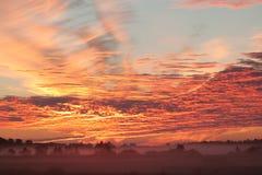 Donkere wolken met zonstraal Stock Foto