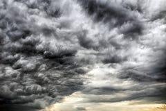 Donkere wolken op de hemel Royalty-vrije Stock Fotografie