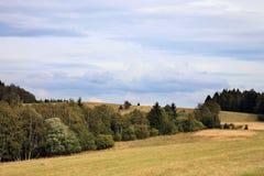 Donkere wolken over de weide Royalty-vrije Stock Fotografie