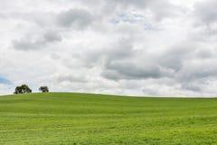 Donkere wolken over een (verlaten) grasheuvel Royalty-vrije Stock Afbeelding