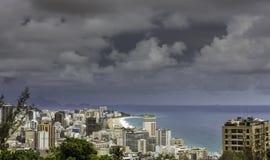 Donkere wolken over Ipanema-Strand in Rio de Janeiro stock afbeelding