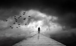 Donkere wolken, weg aan onbekend, verloren lot, wedergeboorte stock illustratie