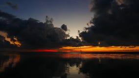Donkere zonsopgang stock videobeelden