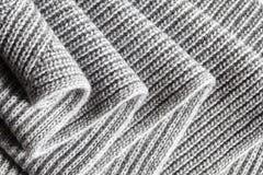 Donkergrijze ruched gebreide koele het weerachtergrond van de wolstof Royalty-vrije Stock Fotografie