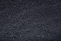 Donkergrijze zwarte leiachtergrond of textuur van natuursteen stock afbeelding