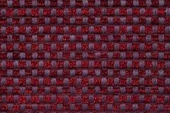 Donkerrode achtergrond van geruite patroontextiel, close-up Structuur van de rieten stoffenmacro Royalty-vrije Stock Afbeeldingen