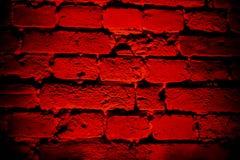 Donkerrode bakstenen muur met rond vorm lichteffect en schaduw stock afbeeldingen