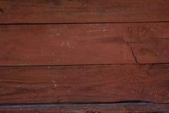 Donkerrode houten langzaam verdwenen planking achtergrond met barsten stock afbeeldingen