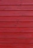 Donkerrode houten muur stock foto's