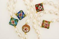 Donkerrode parelbundels royalty-vrije stock afbeeldingen
