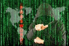 Données de regard et de recherche de programmeur de pirates informatiques photo libre de droits
