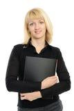 donna in abbigliamento di affari che tiene un dispositivo di piegatura fotografia stock libera da diritti