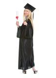 Donna in abito di graduazione che mostra diploma Fotografia Stock Libera da Diritti