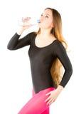 Donna in acqua potabile di ginnastica ritmica fotografia stock