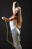 Donna adatta con la corda di salto Immagine Stock Libera da Diritti