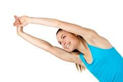 Donna adatta dei giovani che allunga le braccia. Immagine Stock Libera da Diritti