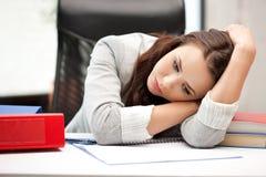 Donna addormentata con il libro Immagine Stock Libera da Diritti