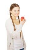 Donna adolescente che tiene una mela Immagini Stock
