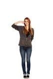 Donna adolescente con il segno di vittoria sull'occhio Fotografia Stock Libera da Diritti