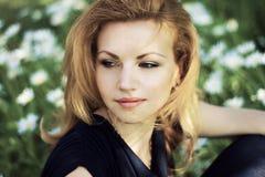 Donna adorabile all'aperto Fotografie Stock Libere da Diritti