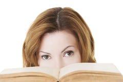 Donna adulta attraente con i libri. Fotografia Stock