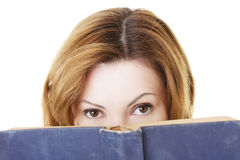 Donna adulta attraente con i libri. Fotografie Stock