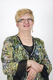 Donna adulta centrale sorridente Immagine Stock