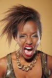 Donna africana arrabbiata che grida Fotografia Stock